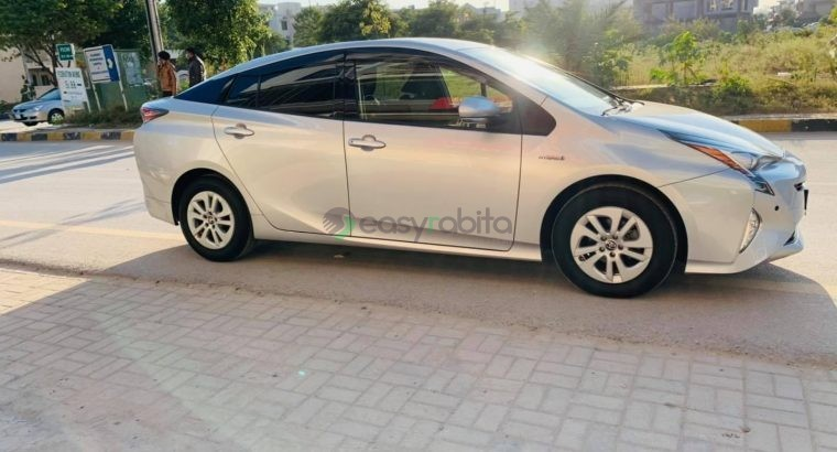 Toyota Prius 2017 S package 4 grade